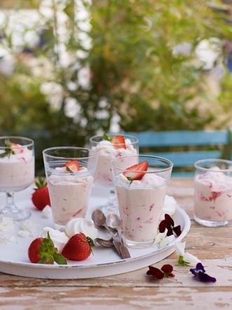 Strawberry mousse pots with mini meringues