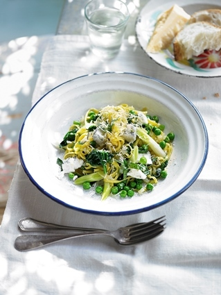 Linguine with goat's cheese & mint